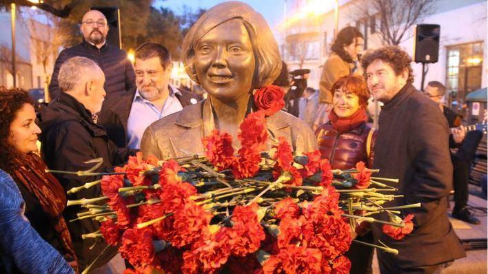Inaugurado el busto de Aurora Picornell