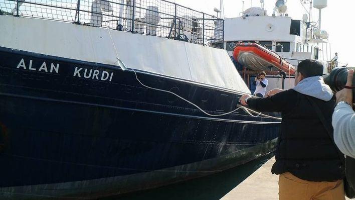 El barco de rescate 'Alan Kurdi' regresa al Puerto de Palma por el temporal