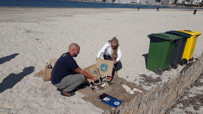 16 kilos de residuos retirados de la playa de Santa Ponça