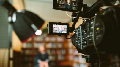 Periodismo e igualdad: un 7,6 por ciento más de mujeres que de hombres tienen un contrato temporal