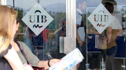 Los estudiantes cortan el acceso a la UIB durante la protesta del 8M