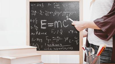 Crece el número de mujeres en actividades profesionales científicas y técnicas