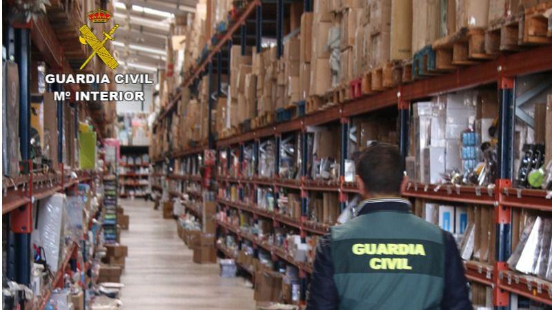 La operación en bazares chinos de Mallorca concluye con 101.000 artículos pirotécnicos incautados