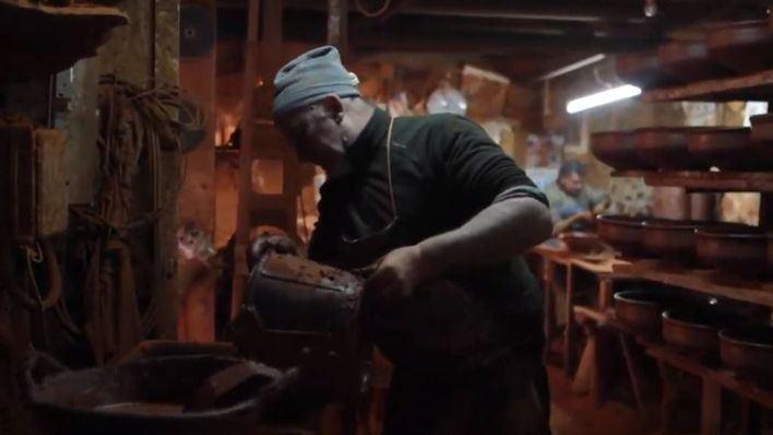 Cocina en directo en utensilios de cerámica para abrir la Fira del Fang