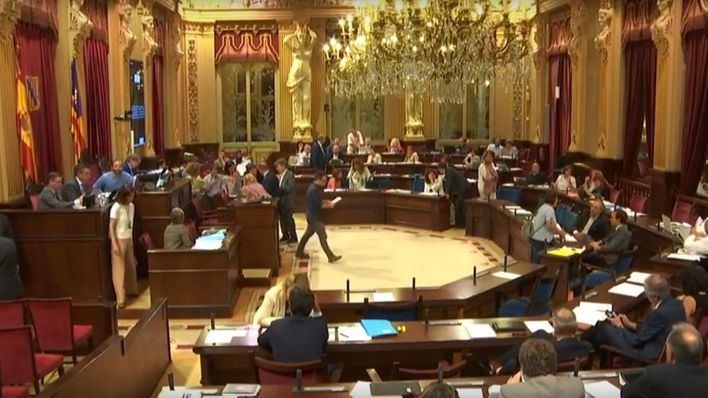 El Parlament debatirá esta semana sobre la regulación de VTC y la ley de mediación familiar