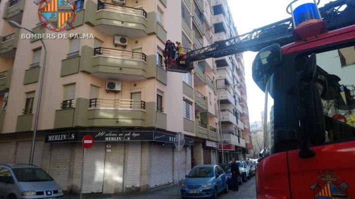 Operación de rescate de una mujer en un domicilio de Palma