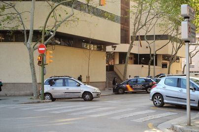 Detenido en Palma un profesor de autoescuela por chivar respuestas en exámenes