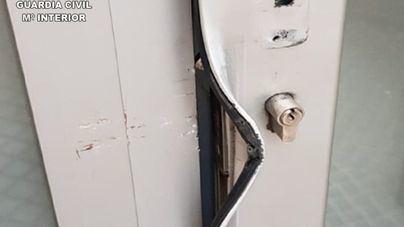 La Guardia Civil detiene en el Arenal a un menor por robos en comercios