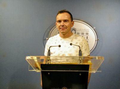 El diputado Aguilera denuncia al Parlament ante Inspección de Trabajo