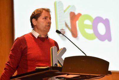 Los Krea premian el calendario solidario contra el cáncer vendido en Eroski