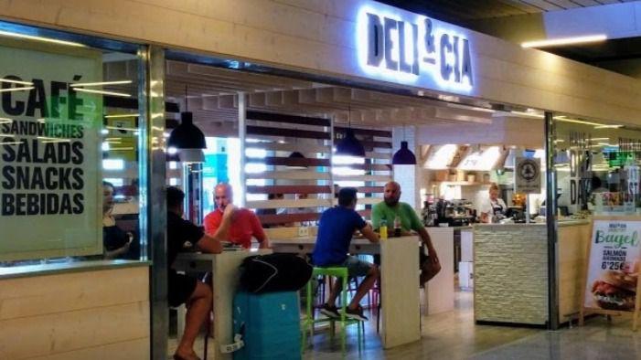 Aena exigirá agua embotellada a 1 euro en los aeropuertos