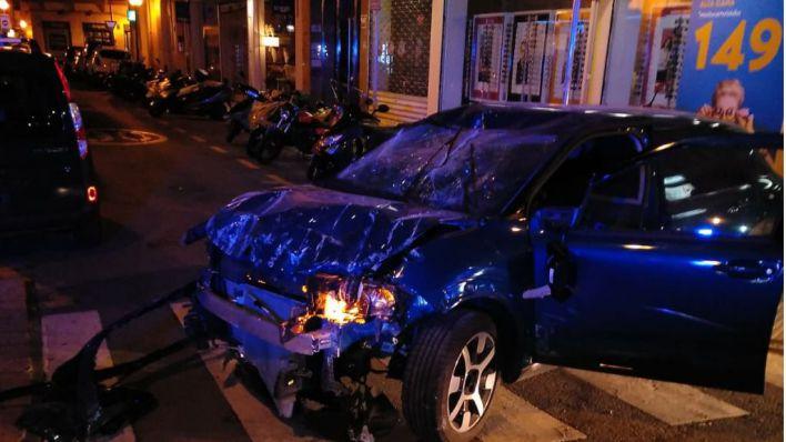 Detenido un conductor borracho tras empotrarse contra una sucursal bancaria en Avenidas