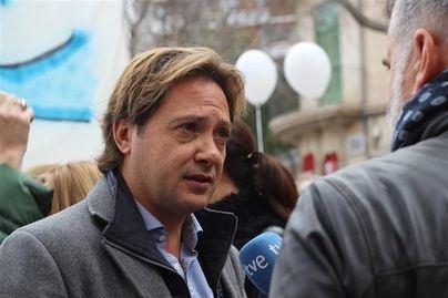 Jorge Campos aboga por reducir el número de políticos y acabar con la islamización