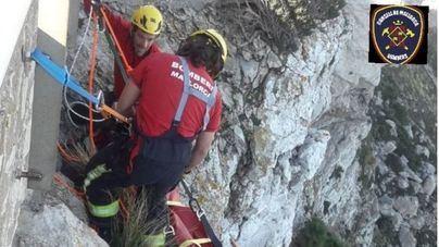 Una mujer se precipita desde una altura de 10 metros en Formentor