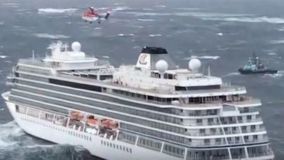 El crucero noruego averiado es remolcado tras evacuar a parte del pasaje
