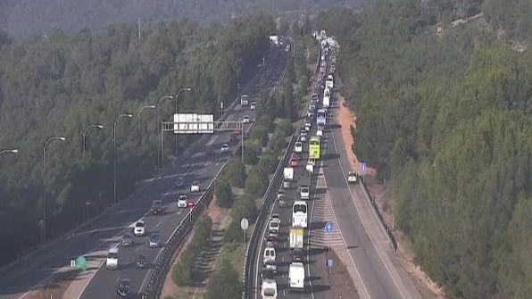 Colas kilométricas por un accidente en la autopista de Palmanova