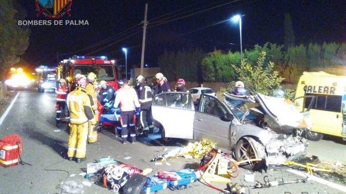 Tres heridos graves en un choque frontal en Palmanyola