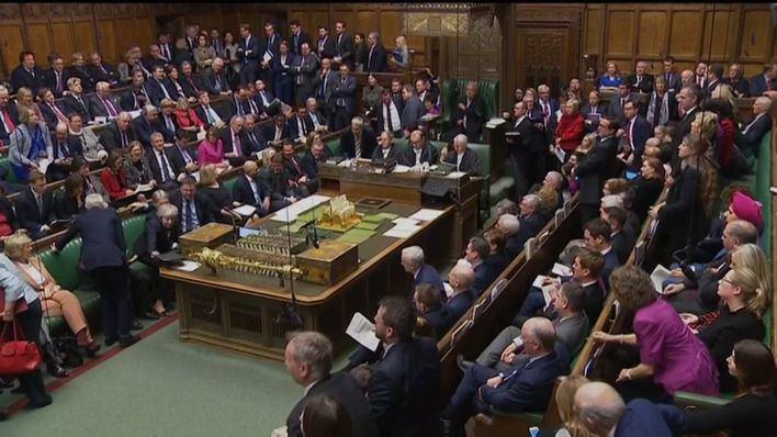 El Parlamento británico vota las alternativas al Brexit de May