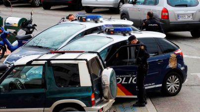 Detenido un hombre por apuñalar a una mujer en el cuello en Ciutadella