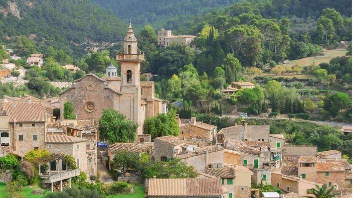 Un centenar de vecinos de Valldemossa se decanta por la República