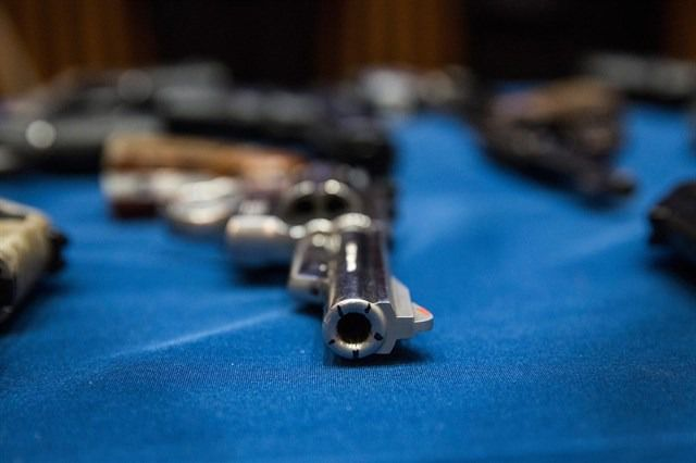 Los neozelandeses obligados a entregar fusiles de asalto y armas semiautomáticas militares