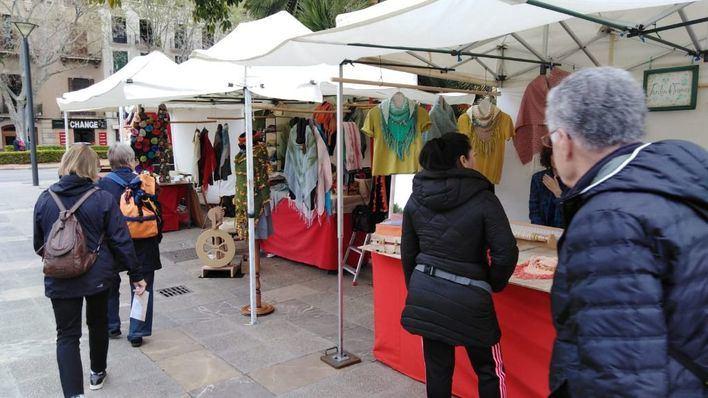 Hort del Rei acoge hasta octubre la novena edición del mercado de artesanía