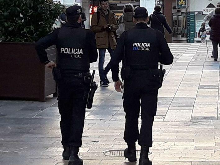 Interceptan un envío de 340 mochilas y riñoneras falsificadas en Palma
