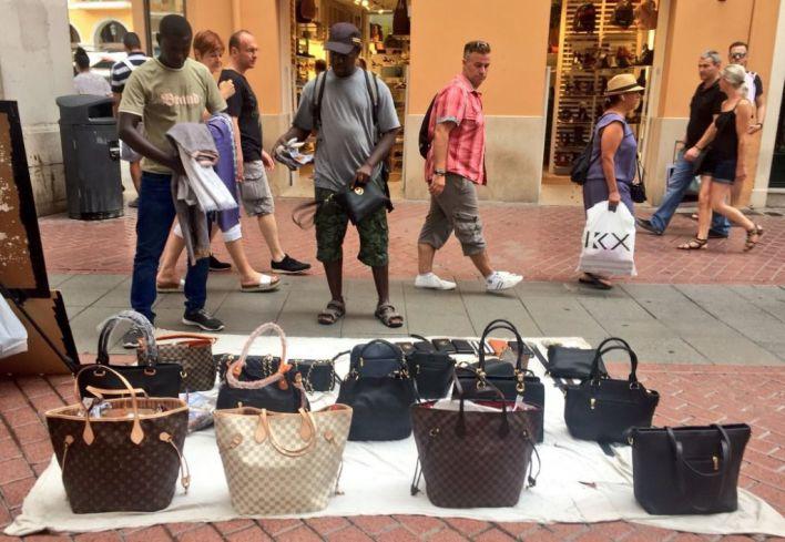 Comprar en el 'top manta' en Palma tendrá una multa de 150 euros
