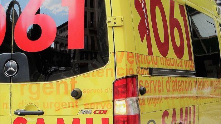 Herida grave una motorista tras chocar con una ambulancia en la Plaza del Fortí