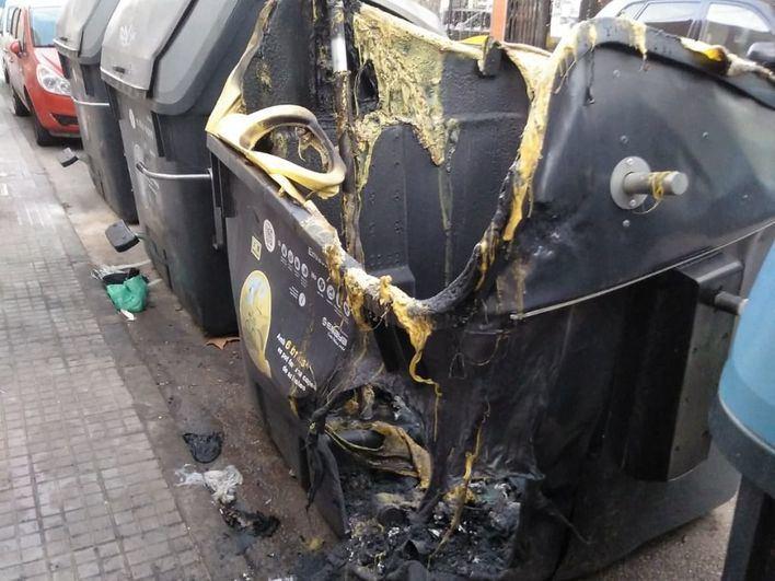 Dos nuevos incendios destruyen cuatro contenedores en Palma