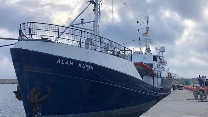 El barco 'Alan Kurdi' que salió de Palma busca puerto seguro con 64 rescatados a bordo