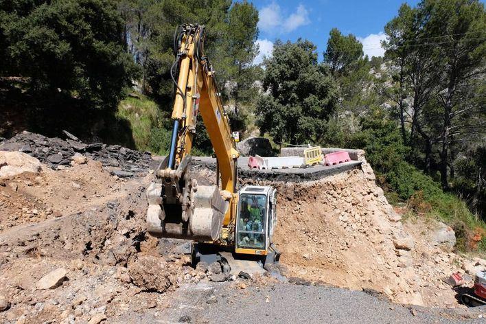 Reconstruyen el muro de la carretera al Coll de sa Batalla que se hundió por las lluvias