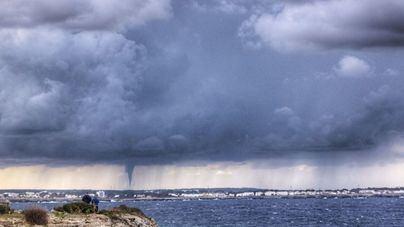 El cambio de tiempo deja 'caps de fibló', granizadas y lluvias en Baleares