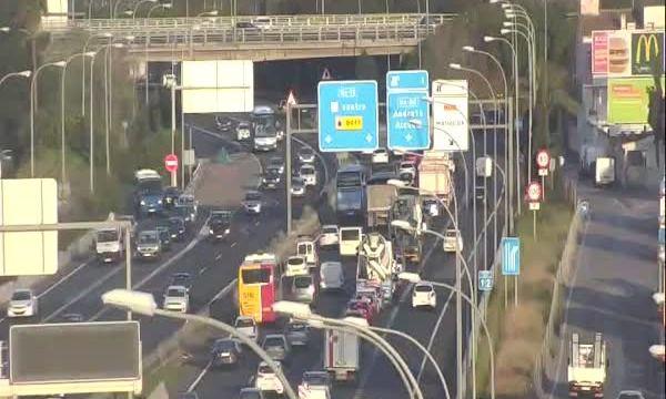 Colas kilométricas en los accesos a Palma por un accidente en Andratx