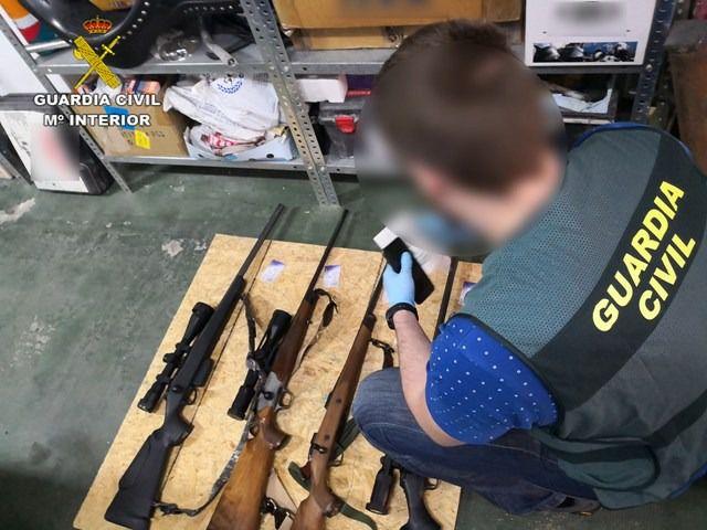Cae una red de contrabando de equipos de visión nocturna para armas