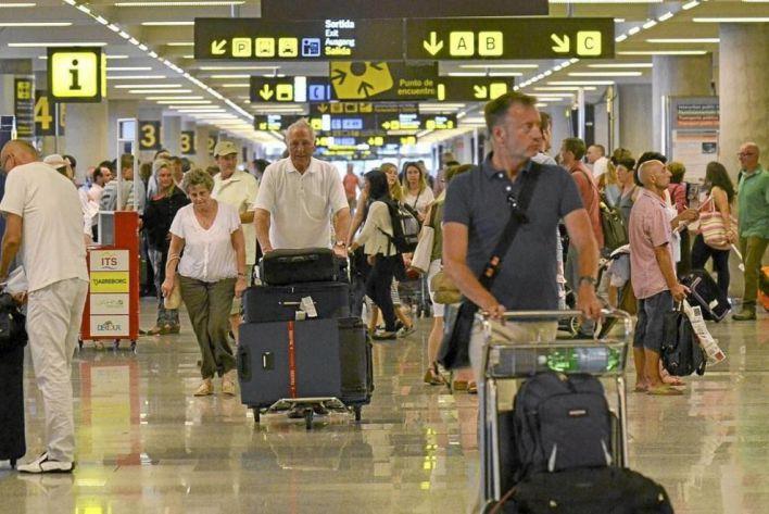 Son Sant Joan registra un diez por cien más de pasajeros en un año