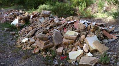 Denuncian siete vertederos ilegales en zonas protegidas de Puigpunyent