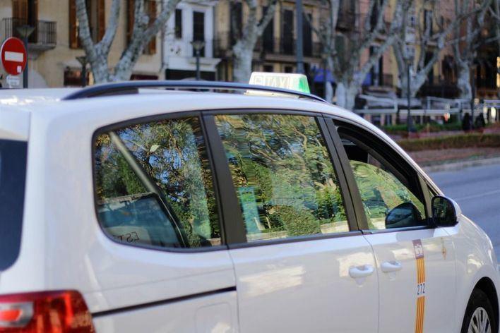 Los taxistas quieren una zona unificada de servicio en nueve municipios de la Serra