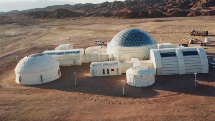 China busca su primer 'marciano' en una base simulada