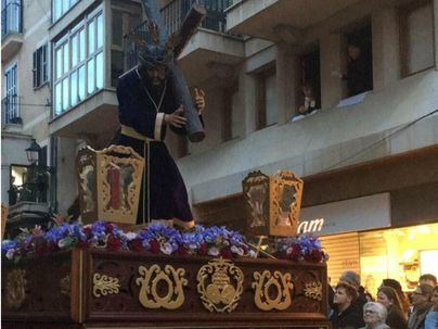 Miles de personas abarrotan Palma para honrar al Crist de la Sang