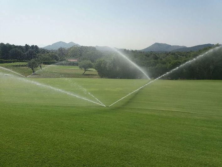 Multan con 444.000 euros a tres campos de golf por uso ilegal del agua