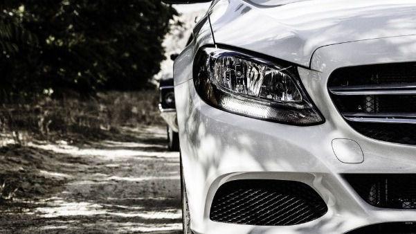 Lanzan una campaña para denunciar en redes los vehículos mal aparcados