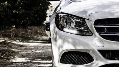 Lanzan una campaña para animar a denunciar en redes sociales vehículos mal aparcados