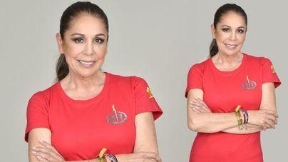 Isabel Pantoja ya posa con la camiseta oficial de Supervivientes