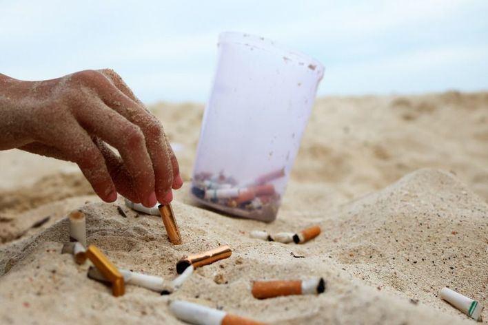 El Govern promueve playas sin tabaco