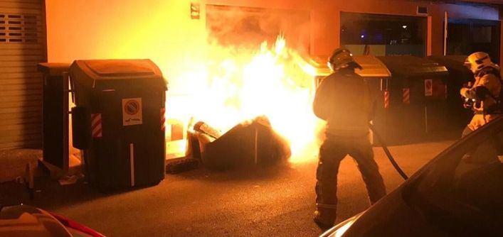 Uno de los detenidos por quemar contenedores trabaja en el aeropuerto