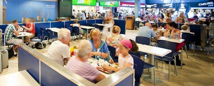 Los distribuidores amenazan con dejar sin productos el aeropuerto desde el 1 de junio