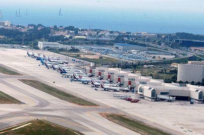 Aena revisa al alza sus previsiones del tráfico aéreo para este año