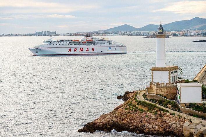 Armas-Trasmediterránea promociona el barco como transporte para hacer negocios