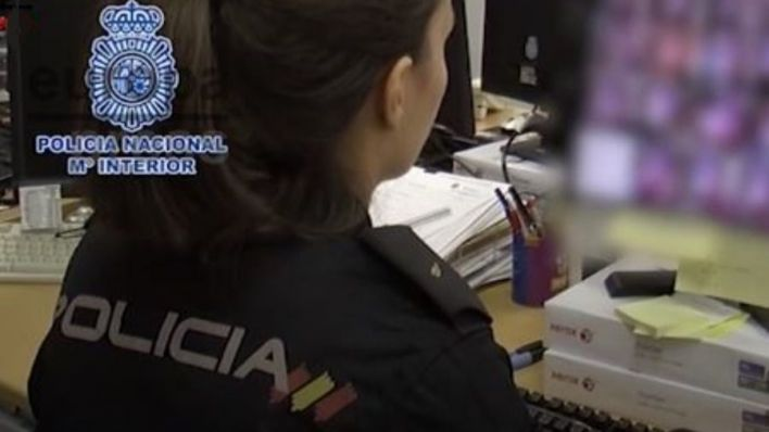 La policía identifica a más de cien menores que han colgado vídeos sexuales propios en la Red
